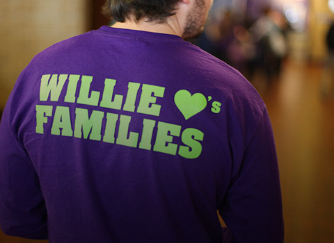 T-shirt that says Willie Loves Families